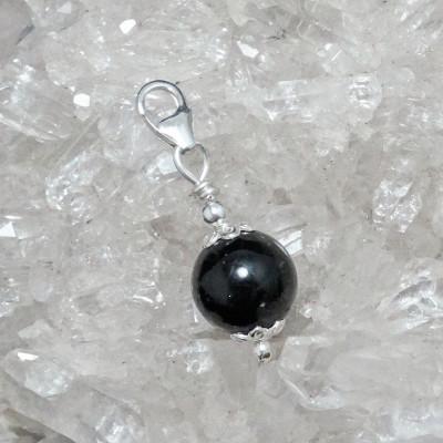Fetiche charm turmalina negra y plata 925 mm.